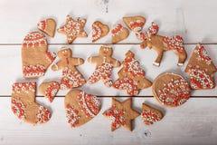 Kerstmiskoekjes en met de hand gemaakt retro speelgoed Stock Fotografie