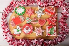 Kerstmiskoekjes en met de hand gemaakt retro speelgoed Royalty-vrije Stock Afbeelding