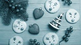 Kerstmiskoekjes en traktaties op de lijst Zoete giften voor kind Royalty-vrije Stock Fotografie