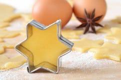 Kerstmiskoekjes van het baksel Stock Fotografie