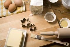 Kerstmiskoekjes van het baksel Royalty-vrije Stock Foto's