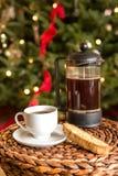 Kerstmiskoffie en Biscotti Stock Foto's