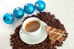 Kerstmiskoffie en decoratie Stock Fotografie