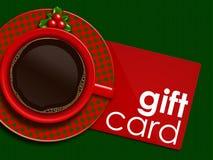 Kerstmiskoffie met heilige en giftkaart die op tafelkleed liggen Stock Afbeelding