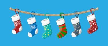 Kerstmiskousen in diverse kleuren op kabel royalty-vrije illustratie