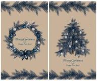 Kerstmiskroon en boom met decoratie: ballen, linten en sterren Reeks van twee groetkaarten Royalty-vrije Stock Afbeeldingen