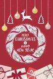 Kerstmiskroon en het gelukkige nieuwe rood van jaarlinten verfraaid Royalty-vrije Stock Fotografie