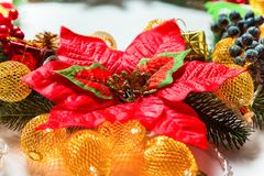 Kerstmiskroon met decoratie, Royalty-vrije Stock Foto's