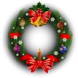 Kerstmiskroon met geïsoleerde linten, klok, ballen en kaars Stock Afbeeldingen