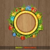 Kerstmiskroon met spar huidige dozen en parel op oud hout Royalty-vrije Stock Afbeelding