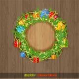 Kerstmiskroon met spar huidige dozen en parel op uitstekend hout Royalty-vrije Stock Foto's