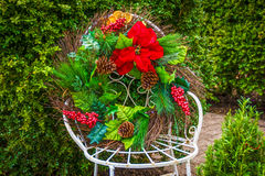 Kerstmiskroon op Stoel Stock Foto