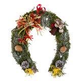 Kerstmiskroon van mos in de vorm van een hoef wordt gemaakt die Stock Afbeelding