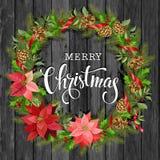 Kerstmiskroon van poinsettia, spartakken, kegels, hulst en andere installaties op een houten achtergrond Dekking, uitnodiging Stock Afbeelding