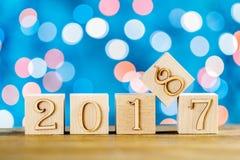 Kerstmiskubussen Klaar kaart Gelukwensen aan het Nieuwjaar het nieuwe jaar 2018 Vage achtergrond Royalty-vrije Stock Foto's