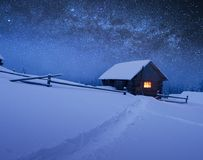 Kerstmislandschap met sterrige hemel Royalty-vrije Stock Afbeeldingen