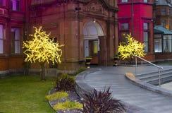 Kerstmislichten bij de ingang aan het luxueuze Hotel van Slieve Donard royalty-vrije stock afbeeldingen