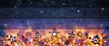 Kerstmislichten en decoratie royalty-vrije stock afbeeldingen
