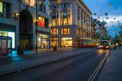 Kerstmislichten op de Straat van Oxford, Londen, het UK Stock Foto's