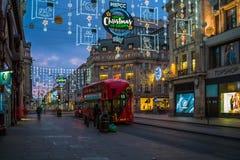 Kerstmislichten op de Straat van Oxford, Londen, het UK Royalty-vrije Stock Foto