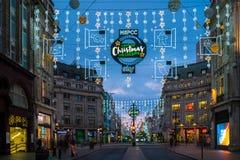 Kerstmislichten op de Straat van Oxford, Londen, het UK Royalty-vrije Stock Afbeeldingen
