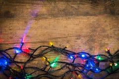 Kerstmislichten op houten achtergrond Stock Afbeelding