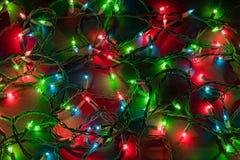 Kerstmislichten over zwarte achtergrond Royalty-vrije Stock Afbeeldingen