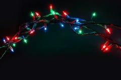 Kerstmislichten over zwarte achtergrond Stock Foto