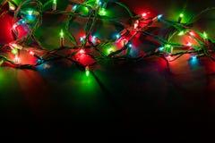 Kerstmislichten over zwarte achtergrond Royalty-vrije Stock Foto