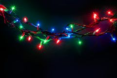 Kerstmislichten over zwarte achtergrond Royalty-vrije Stock Foto's