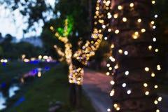 Kerstmislichten vaag op stadsstraten Stock Foto