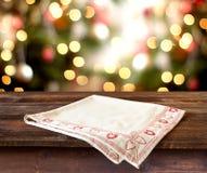 Kerstmislijst altijdgroene tak en bal Royalty-vrije Stock Foto's