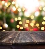 Kerstmislijst altijdgroene tak en bal Stock Fotografie