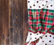 Kerstmislijst altijdgroene tak en bal royalty-vrije stock foto