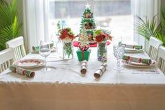 Kerstmislijst die voor de vakantie plaatsen Stock Foto