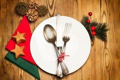 Kerstmislijst en schoteldecoratie Stock Foto