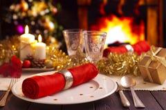 Kerstmislijst met open haard op de achtergrond Stock Afbeelding