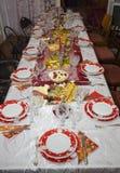Kerstmislijst met smakelijk voedsel Royalty-vrije Stock Afbeeldingen