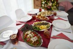 Kerstmislijst met traditionele Poolse maaltijd stock foto