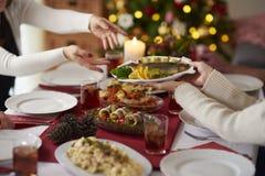 Kerstmislijst met traditionele Poolse maaltijd stock afbeelding