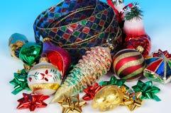 Kerstmislint en snuisterijen. Stock Foto