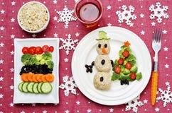 Kerstmislunch met gezonde kid& x27; s voedsel stock foto's