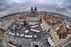 Kerstmismarkt bij het Oude Stadsvierkant stock afbeeldingen