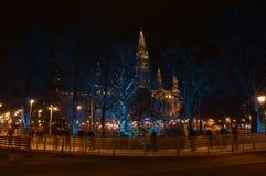 Kerstmismarkt bij het Stadhuis van Wenen stock afbeelding