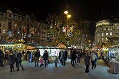 Kerstmismarkt bij Vorosmarty-Vierkant in Boedapest, Hongarije stock fotografie