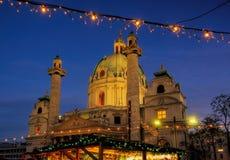 Kerstmismarkt Charles Square van Wenen Stock Afbeelding