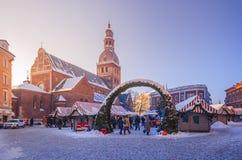 Kerstmismarkt in de Oude Stad van Riga royalty-vrije stock foto