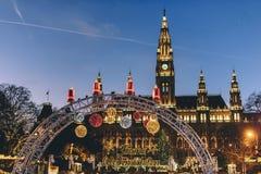 Kerstmismarkt Oostenrijk van Wenen Rathaus stock foto's