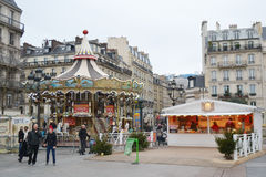 Kerstmismarkt op de straat in Parijs Royalty-vrije Stock Afbeeldingen