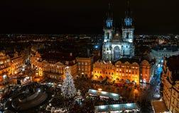 Kerstmismarkt op het Oldtown-vierkant in Praag Royalty-vrije Stock Afbeelding